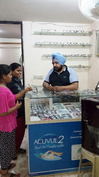 Best Eye Doctor in Ramprastha